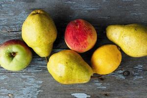 manzanas, peras y duraznos