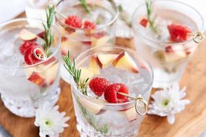 bebidas refrescantes con sabor a fruta foto