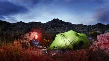 tienda de campaña de aventura noche