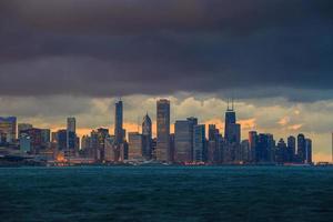 Horizonte de Chicago al atardecer foto