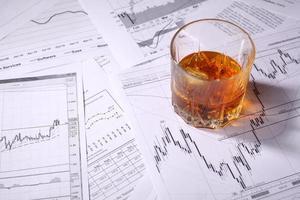 vaso de whisky en gráficos foto