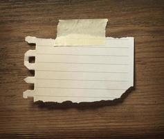 nota papier op houten muur bedrijf