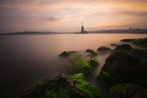 puesta de sol de la torre de la doncella