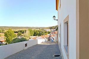 aljezur, cidade encantadora na costa oeste do algarve, portugal