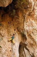 bergbeklimmer klimmen een klif