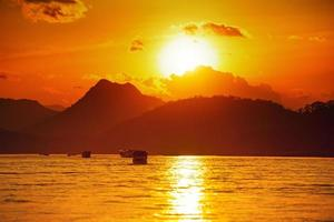 coucher de soleil doré
