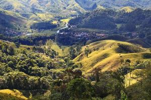 Colinas campo montaña árbol valey árbol, Brasil