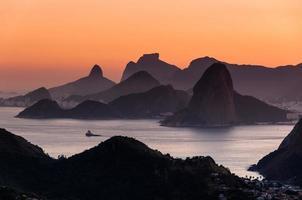 vista panorámica de la montaña del río de janeiro al atardecer