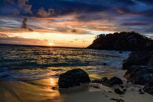 puesta de sol fijiana foto