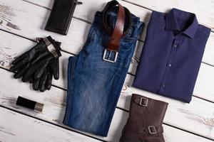 Collage de ropa de hombres hermosos. foto