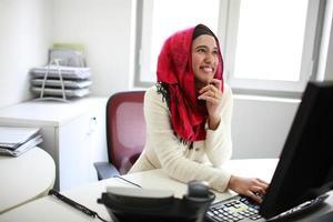 heureux femme asiatique professionnel