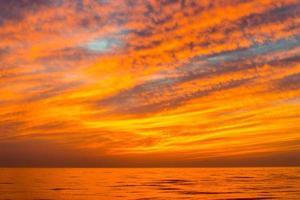 espectacular puesta de sol rojo