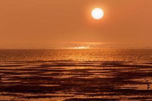 pôr do sol no litoral