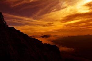 vívida nube puesta de sol foto