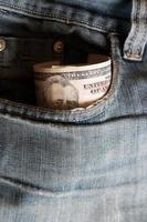 dinero en el bolsillo foto
