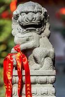 Estatua del león imperial chino en el templo de Buda de jade shang