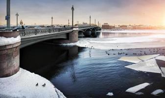 dérive des glaces d'hiver sur neva