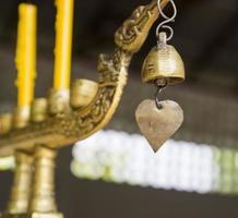 candelabro de cisne de bronce