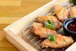 alas de pollo fritas foto