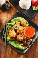 trozos de pollo frito rebozados foto