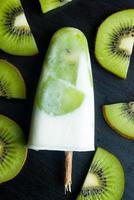 ice lolly with kiwi