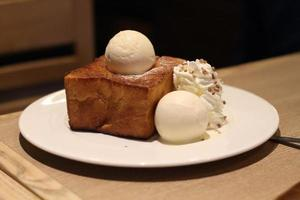 tostadas de miel con helado