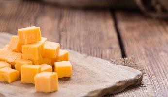 porção de queijo cheddar