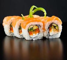 rollo de sushi foto