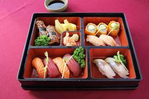 sushi bento japonês e soba