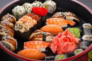 Sushi and nigiri set on round plate