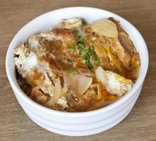 katsudon - Japanse gepaneerde gefrituurde varkenskotelet