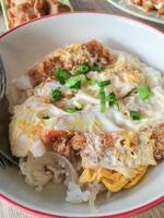 katsudon - cotoletta di pesce fritto fritta impanata giapponese (tonkatsu)