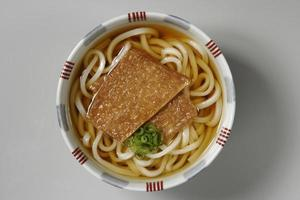 Noodles in soup with thin pieces of fried bean curd
