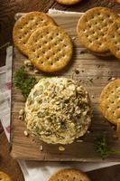 bola de queso casera con nueces