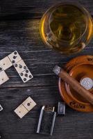 juego tradicional de dominó cubano, desde arriba foto
