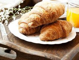 croissants franceses no café da manhã
