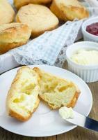 popovers crujientes de mantequilla casera foto