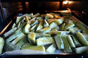 calabacín gratinado al forno foto