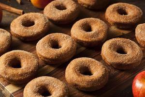 rosquillas calientes de sidra de manzana foto