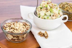 Ensalada de manzana con almendras, nueces y semillas de calabaza