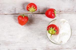 Eis mit Erdbeere