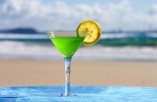 alcohol en la playa foto