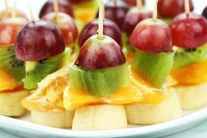 palillos de frutas foto