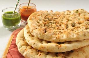 Garlic Naan with Chutney