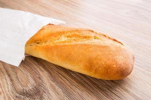 baguette en bolsa de papel foto