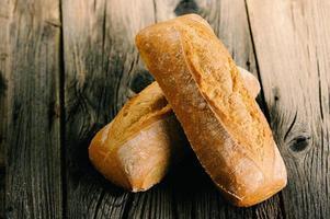pan francés tradicional recién horneado foto