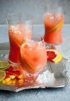 bebidas de toranja rosa