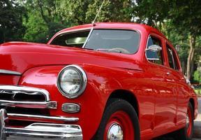 rode retro klassieke auto