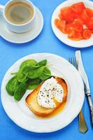 poached egg with spinach
