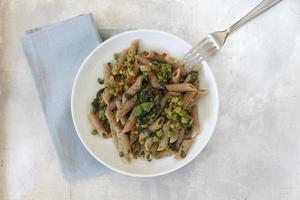 Whole-grain spelt rigatoni with pears and spinach